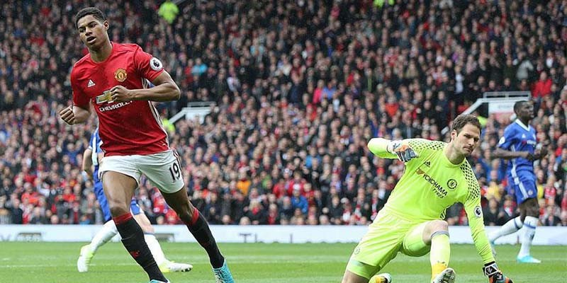 Manchester United, Chelsea'yi 2 golle geçti